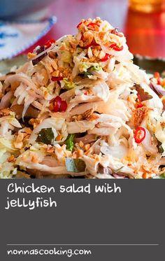 Chicken salad with jellyfish Chicken Broth Recipes, Roast Beef Recipes, Soup Recipes, Salad Recipes, Soup With Beef Broth, Vietnamese Chicken Salad, Yum Yum Chicken, Cooking Light, Favorite Recipes