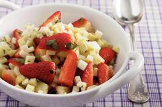 Kijk wat een lekker recept ik heb gevonden op Allerhande! Salade van koolrabi met aardbeien en koriander