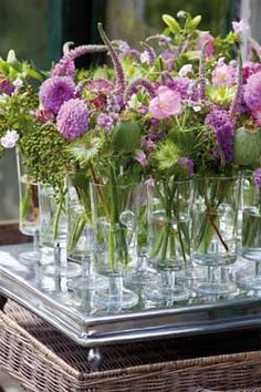 Bloemschikken: roze en paarse bloemen