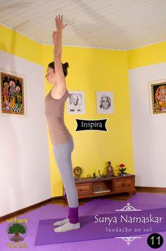 Urdhva Hastasana : Inspire alongando os braços acima e olhando levemente para o alto ou para as mãos