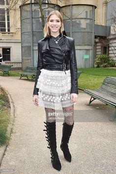 Elena Perminova arrives at Giambattista Valli Fashion Show during... Nachrichtenfoto | Getty Images