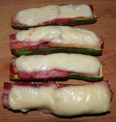 Cuketa se slaninou a sýrem Czech Recipes, Ethnic Recipes, Tasty, Yummy Food, Ham, Zucchini, Sushi, Food And Drink, Low Carb