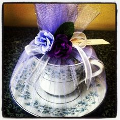 Tea cup favors for the bride who loves tea Homemade Candles, Diy Candles, Homemade Gifts, Tea Party Baby Shower, Bridal Shower Tea, Candle Making At Home, Tea Cup Art, Teacup Crafts, Tea Party Favors
