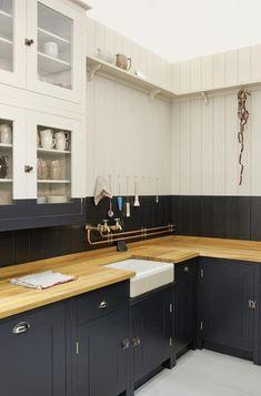 20 Beautiful Kitchens With Butcher Block Countertops Kitchen Gallery British Standard Kitchen, Plain English Kitchen, English Kitchens, Kitchen Paint, Kitchen Cupboards, New Kitchen, Kitchen Walls, Wooden Kitchen, Country Kitchen