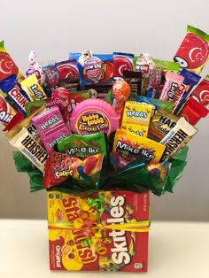 Large Candy pieces of fun sized and Some Full sized candy.Candy seen in picture may varyWhen ordering mention any candy choices you have and we will try our hardest to fulfill.This cake will ship with ice packs during the summer months. Girl Gift Baskets, Candy Gift Baskets, Themed Gift Baskets, Candy Gifts, Gift Baskets For Men, Candy Bouquet Diy, Money Bouquet, Gift Bouquet, Candy Boquets