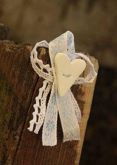 svadbolina / Svadobné pierko s modrými kvetmi