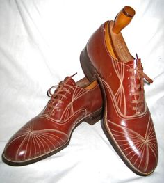 Made in the U.S.A. in the second half of the 1920s. This pair of shoes is nearly deadstock (worn only once).