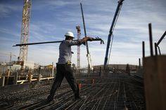 Queda na atividade e no emprego na construção se intensifica em abril - http://po.st/GyL39Y  #Economia - #Construção, #Expectativa, #Investimentos