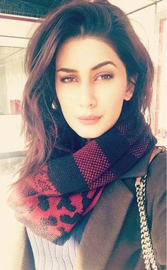 Kubra Khan Pretty Style! Prettiest Actresses, Beauty Around The World, Model Look, Pakistani Actress, Muslim Girls, Pakistani Outfits, Best Model, Bollywood Stars, Bollywood Celebrities
