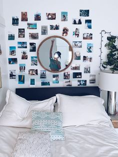 cute dorm room decor ideas on this page that we just love 34 Teen Room Decor, Room Ideas Bedroom, Bedroom Decor, Bedroom Inspo, Bedroom Wall Pictures, Bedroom Wall Ideas For Teens, Wall Decor, Aesthetic Room Decor, Blue Aesthetic