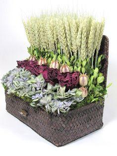 Creative Flower Arrangements, Artificial Floral Arrangements, Dried Flower Arrangements, Silk Flowers, Dried Flowers, Floral Style, Floral Design, Arte Floral, How To Preserve Flowers