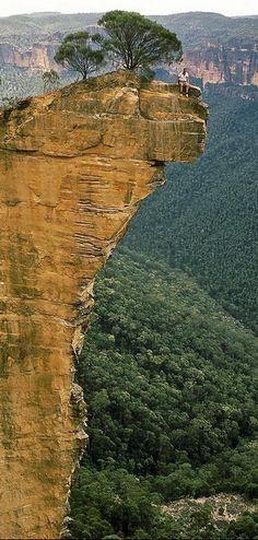 #Hanging_Rock, #Australia http://en.directrooms.com/hotels/country/5-43/