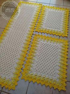 Beige and White Crochet Rug pattern by Julie Oparka Crochet Kitchen, Crochet Home, Crochet Trim, Crochet Baby, Crochet Rug Patterns, Crochet Doilies, Vintage Crochet, Crochet Projects, Diy Crafts