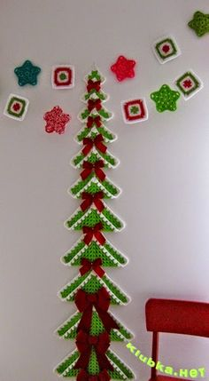 Now that our green granny squares have been trimmed with 'snow' it's time to start assembling! Begin with the largest granny square, place right side up, referring to the below ph… Crochet Christmas Decorations, Christmas Crochet Patterns, Crochet Christmas Ornaments, Holiday Crochet, Easy Crochet Patterns, Christmas Items, Christmas Projects, Christmas Crafts, Crochet Tree
