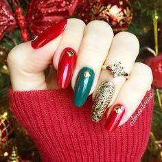 ✨My Christmas nails!✨✨ ----------. Aqui está minhas unhas para o Natal