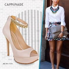 Estamos aqui morrendo de amores por essa sandália linda de sola tratorada e corrente no tornozelo!   #camminare #shoes #love #winter #moda #correntes #look