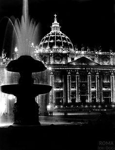 Basilica di San Pietro (Eisenstaedt, 1934) illuminata durante l'anno santo del 1933/1934