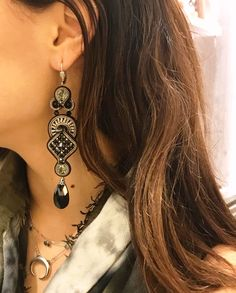 Nothing jazzes up an outfit faster than sparkly earrings—no mirror required. #doricsengeri #daytoevening #blackearrings #earrings #luxeearrings #luxeshopping