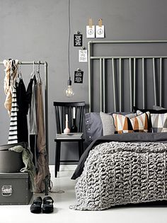 slaapkamer - interieur - bedroom - grey wall - knit