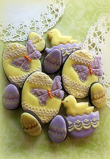 Easter Egg Cookies in Purples and Yellows. My favorite Easter color combo. Fancy Cookies, Iced Cookies, Easter Cookies, Easter Treats, Cupcake Cookies, Cupcakes, Sugar Cookies, Food Design, Biscuit Coco