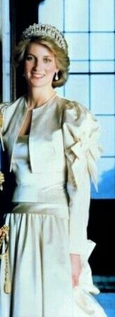 Princess Diana Family, Princess Of Wales, Princesa Diana, Save The Queen, Lady Diana, Queen Elizabeth, Style Icons, Royals, God