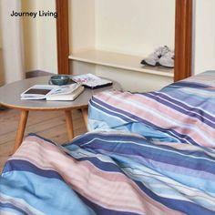 ab CHF 39.90 | Your journey starts at home! Die Streifen-Bettwäsche (blau, weiss, rosa) wird nachhaltig und fair in einem Familienunternehmen in der Nähe von Guimaraes, Portugal hergestellt. Journey Living ist aus hochwertiger Bio-Baumwolle. Die Satinwebung gibt eine wunderbar weiche Oberfläche mit einem leichten Glanz. Milos ocean blue / dusty pink ist digital bedruckt – inspiriert vom Sonnuntergang auf Milos, Griechenland. Aus der Jahreskollektion 2020. Journey Live, Dusty Pink, Portugal, Furniture, Home Decor, Pink, Striped Bedding, Greece, Sparkle