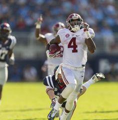 Alabama defensive back Eddie Jackson (4) breaks loose for a punt return…