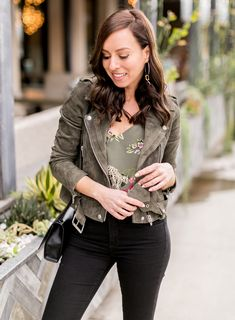 38c89ffb526 Sydne Style shows how to wear the army green trend for spring in lagence  floral cami