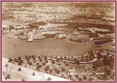 İZMİR ENTERNASYONAL FUARI- 1936-Kurtuluş Savaşı sırasında Yunanlılar İzmir'i terk ederken yakılan alanlarda Türkiye'nin en büyük fuarı olan İzmir Enternasyonal Fuarı 421.000 m2'lik alanda ilk olarak 1936 yılında kuruldu.  Fuarın Kuruluş Hikayesi İzmir Fuarı Türkiye'nin ilk uluslararası fuarı. Fuar'ın doğuş düşüncesi 1923 yılında Atatürk'ün emriyle İzmir'de toplanan Birinci İktisat Kongresi'ne kadar uzanıyor. Devamı: http://v3.arkitera.com/h56154-izmir-enternasyonal-fuari.html