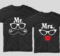 Tricourile cu mesaje pentru cuplurile de indragostiti sunt perfecte ca tu si partenerul tau sa va aratati dragostea unul fata de celalalt. Fie ca decizi sa le cumperi pentru iubitul sau iubita ta, un tricou cu mesaje haios precum acesta Mr Moustachesi Mrs. Lips este ideal pentru a-ti surprinde partenerul. Kurt Cobain, Sunglasses, Style, Fashion, Swag, Moda, Fashion Styles, Sunnies, Shades
