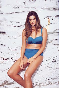 #robinlawley #bondeyeaustralia #bikini // Peter Keller