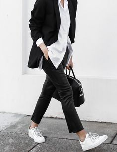 Outfit Ideas: How to Wear Sneakers to Work - Savoir Flair Cute Tomboy Outfits, Mode Outfits, Casual Outfits, Office Outfits, Casual Business Look, Business Outfit, Smart Casual, Business Professional, Look Street Style