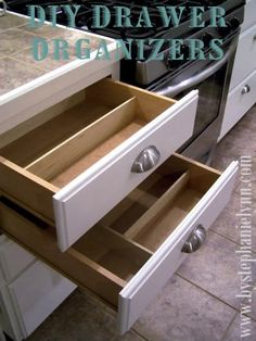 Under The Table and Dreaming: Do it Yourself Drawer Organizers {DIY Kitchen Organization} This worked great. Now I love opening my drawers to find things! Diy Drawer Organizer, Drawer Dividers, Drawer Organisers, Storage Organizers, Diy Drawers, Kitchen Drawers, Organizing Drawers, Bathroom Drawers, Handmade Drawers