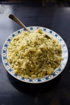 Herbed Lemon Quinoa 1 1⁄2 cups quinoa, rinsed and drained Kosher salt and freshly ground black pepper, to taste 1⁄4 cup olive oil 4 medium shallots, finely chopped Zest and juice of 1 lemon 1 tbsp. chopped fresh thyme 1⁄2 cup finely chopped fresh parsley