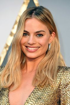 Oscars 2016: The Best Beauty Looks From the Red Carpet: Margot Robbie | allure.com