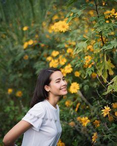 Thai Princess, Asian Eye Makeup, Beyond Beauty, Asian Eyes, Thai Drama, Insta Photo Ideas, Korean Music, Portrait Photo, Celebrity Couples