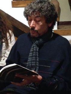 """Alfonso, lee un relato """"El brazo de lluvia"""" del  libro Caminos que conducen a esto de Andrés Ortiz Tafur, en el Molino Museo Alto de Santa Ana"""