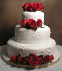 Holiday Rose Wedding Cake | #christmas #holidays #christmaswedding