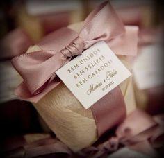Olá noivinhas! O que vocês acharam da mensagem do bem-casado? Assim que fechamos o contrato dos convites, ganhamos de brinde essa mensagem para cada bem-casado que será no mesmo papel e cor do convite de casamento!!!Realmente eu achei lindo e fiquei