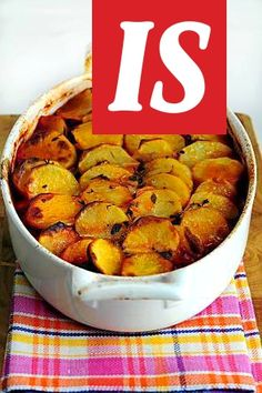 Tutusta perunasta ja makkarasta syntyy uunin uumenissa maistuva paistos. Muffin, Food And Drink, Breakfast, Morning Coffee, Muffins, Cupcakes