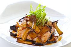 Teriyaki Mushroom Sauce with Grilled Salmon. This is the best teriyaki sauce! Oyster Mushroom Recipe, Mushroom Sauce, Mushroom Recipes, King Mushroom, Oyster Recipes, Salmon Recipes, Fish Recipes, Seafood Recipes, Mushrooms