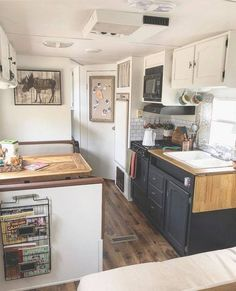 Examples of Couples Refurbishing Old Skoolie Conversion Interiors - Yellowraises Camper Diy, Best Truck Camper, Home Staging, Rv Interior, Small Camper Interior, Interior Ideas, Trailer Interior, Caravan Vintage, Camper Makeover