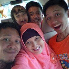 Foto kiriman M.ALFIYANUL UMAM  Keluarga besar saya ada kakak-kakak saya dan adik saya mau ke tempat makam presiden indonesia yang pertama Ir.Soekarno :):D #FotoKeluargaEMCO