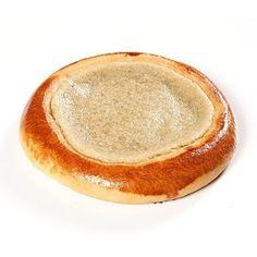 Değişik bir lezzet arıyorsanız Tahinli Pide'yi mutlaka denemelisiniz. Geleneksel pide üzerine tahin'i katıp güzel bir tatlı ortaya çıkıyor. Mutlaka ..
