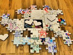 Gästebuch Hochzeit / Hochzeitspuzzle aus Holz mit unendlicher Erweiterbarkeit. //  Das Hochzeitspuzzle ist eine Zusammenstellung aus unserem Geschenke-Schuppen Basis-Puzzle, dem Erweiterungs-Puzzle und den optionalen großen Puzzleteilen.