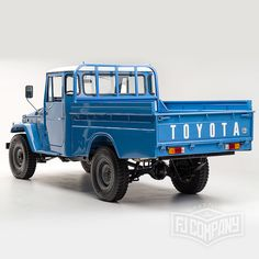1974 Toyota Land Cruiser Maintenance/restoration of old/vintage vehicles… Toyota Fj40, Toyota Trucks, Toyota Cars, Toyota Land Cruiser, Fj Cruiser, Classic Trucks, Classic Cars, Japanese Cars, Cool Trucks