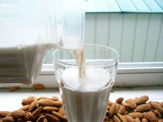 Dr. Daniel Amen's Best Brain Healthy Foods: Unsweetened Almond Milk #DanielPlan