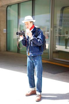 Nicholas from Garbagelapsap brings us a selection of the best looks photographed in the streets of Seoul during Seoul Fashion Week, in exclusive for Fucking Young! Seoul Fashion, Japan Fashion, Daily Fashion, Mens Fashion, Men Street, Street Wear, Tokyo Street Style, All Jeans, Beauty Illustration