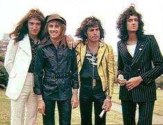 写真: QUEEN Pictures: Queen visited Japan, 1975  #Queen #FreddieMercury #BrianMay #JohnDeacon #RogerTaylor #Japan #QueenFans
