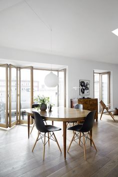Oval dining table and black eames chair